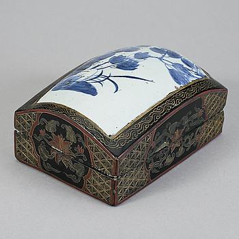 SKRIN, lack, porslin, Kina, omkring år 1900.
