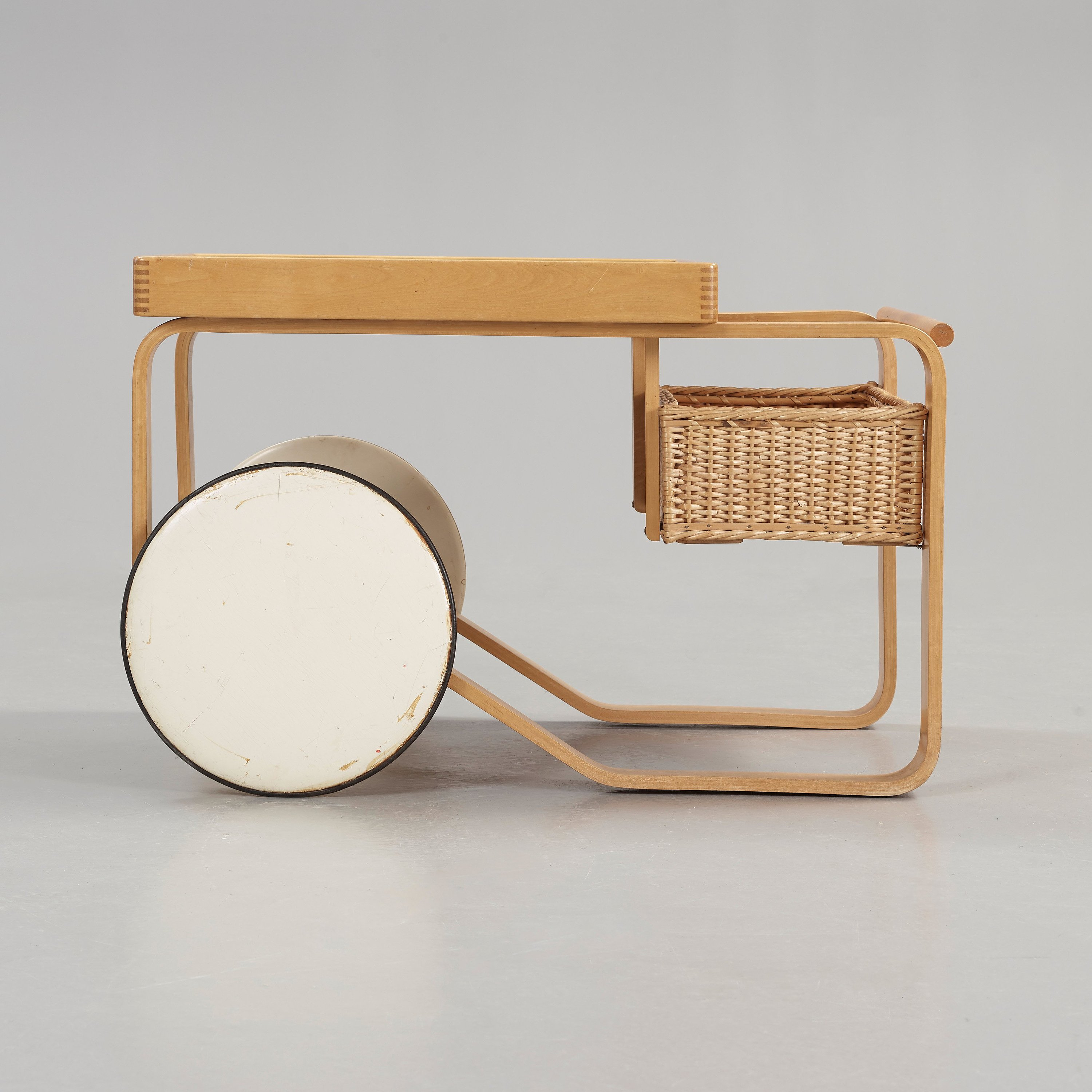 Design Alvar Aalto.An Alvar Aalto Birch Serving Trolley Made On License By