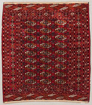 MATTA, semiantik, Turkmensk Tekke, ca 114 x 102 cm.