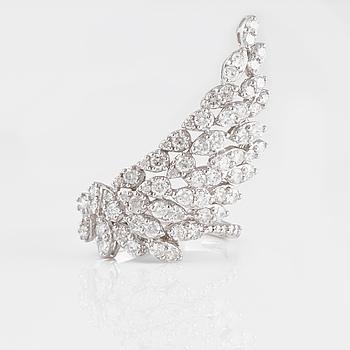 RING, 18K vitguld med briljantslipade diamanter ca 1.92 ct. Vikt 5,5 gram.