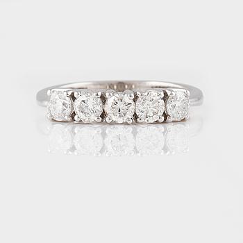 RING, 18K vitguld med briljantslipade diamanter ca 1.14 ct. Vikt 3,9 gram.