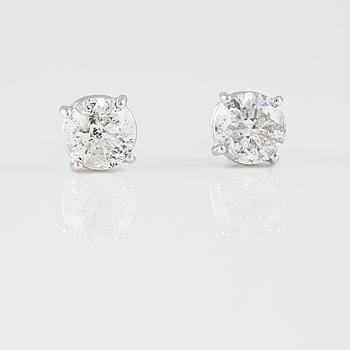 ÖRHÄNGEN, 18K vitguld med briljantslipade diamanter ca 2.15 ct. Vikt 2,1 gram.