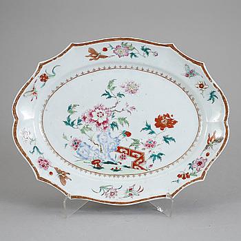 STEKFAT, porslin, Kina, Qianlong 1736-95.