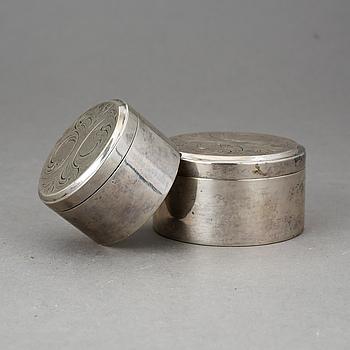 DOSOR, två st, silver, stämplade 1814 samt 1838. Vikt 160 g.