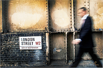"RICHARD RYAN, signerat fotografi, ""London Street"", 2008, Notes nr 0059, ur serien ""Notes by Ryan""."
