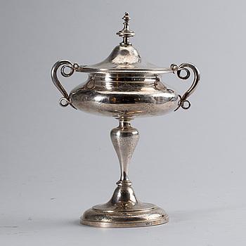 STRÖSOCKERSKÅL med LOCK, silver, Gustav Möllenborg Feron, Stockholm. 1871. Total vikt ca 560 gram.