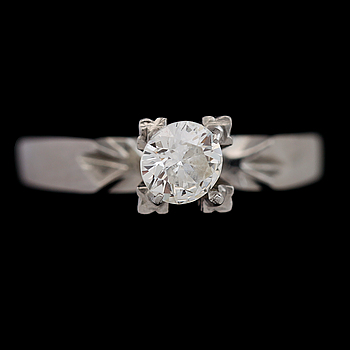 RING, platina, briljantslipad diamant ca 0.34 ct.