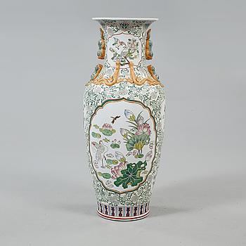 GOLVVAS, porslin, Kina, 1900-tal.