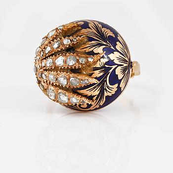 RING, 14K guld med rosenslipade diamanter samt blå emalj, utländsk stämpel. Vikt 12,2 gram.
