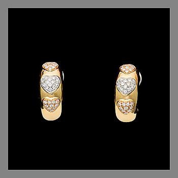 KORVAKORUT, Chimento, 18K kultaa, briljanttihiotut timantit. Paino yhteensä n. 13,4 g.