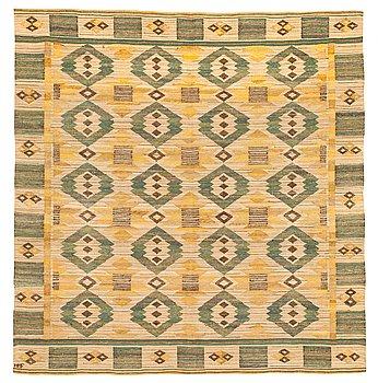 "466. Märta Måås-Fjetterström, A TEXTILE. ""Grönt på linne"". Flat weave. 135,5 x 131,5 cm. Signed MMF."