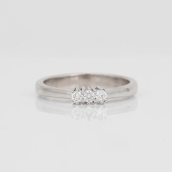 RING, 14K vitguld med briljantslipade diamanter, tot ca 0,15 ct. Total vikt ca 3,34 g.
