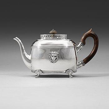 412. A Swedish 19th century silver tea-pot, Daniel Hallman, Stockholm 1815.