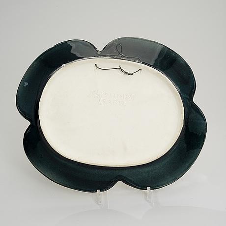 Birger kaipiainen, a ceramic dish. violet. signed kaipiainen arabia. 1960s
