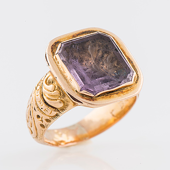 RING, graverad ametist, 18K guld. Björneborg 1857.