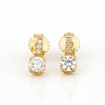 ÖRHÄNGEN, 18K guld med diamanter, tot ca 0,40 ct. Total vikt ca 1,31 g.