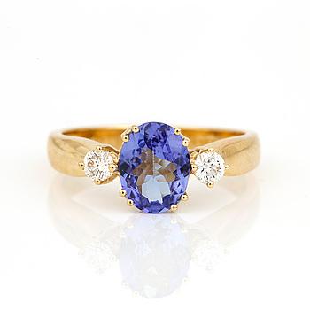 RING, 18K guld med tanzanit, ca 1,44 ct och små diamanter, tot ca 0,25 ct. Total vikt ca 5,46 g.