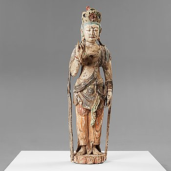 10. A large wooden scultpure of Guanyin, Qing dynasty, 17th/18th Century.