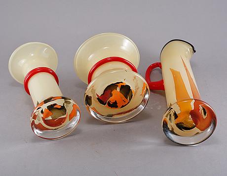 Vaser, 2 st, samt kanna, glas, monica backström, kosta boda, signerade, 1900-talets andra hälft.