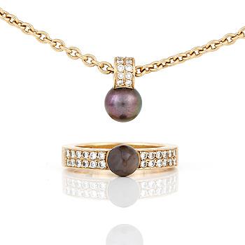 HÄNGE, KEDJA samt RING, med odlade 'Tahiti' pärlor och små diamanter, totalt ca 0,48 ct.