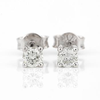ÖRHÄNGEN, ett par, med briljantslipade diamanter, totalt ca 0,42 ct.