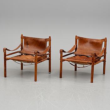 """KARMSTOLAR, ett par, Arne Norell, """"Sirocco"""", 1900-talets andra hälft. CITES-intyg medföljer."""