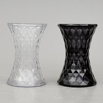"""PALLAR, 2 stycken, """"Stone"""", Marcel Wanders för Kartell, formgiven 2006."""