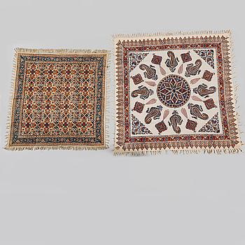 TEXTIL, 2 st, Isfahan, modern tillverkning. Ca 100x100 samt 85x85 cm.