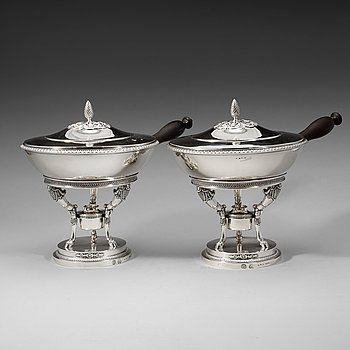 425. A pair of Swedish 19th century silver dishes and cover on stand, Adolf Zethelius, Stockholm 1820.