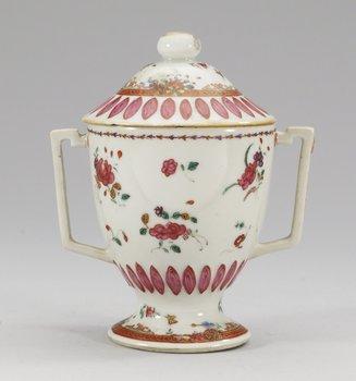 15. BÄGARE med LOCK, kompaniporslin. Qing dynastin, Qianlong (1736-95).