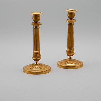 LJUSSTAKAR, 1 par, empire, förgylld brons, 1800-talets första hälft.