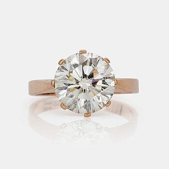 646. RING, briljantslipad diamant, 4.10 ct enligt gravyr.