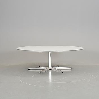"""BORD, """"A825"""", Piet Hein, Arne Jacobsen och Bruno Mathsson för Fritz Hansen, 2001."""
