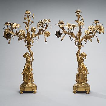 KANDELABRAR ETT PAR, förgylld brons, Frankrike 1800-talets andra hälft.