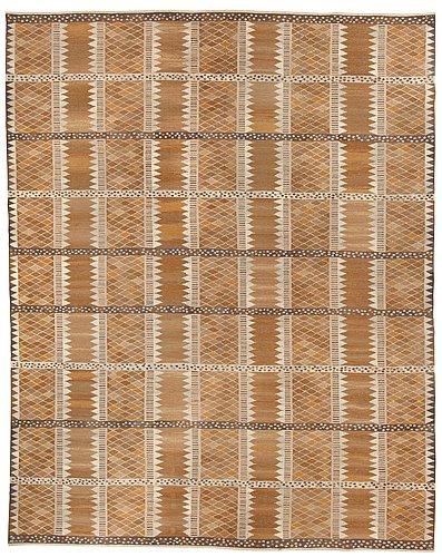 "Matta. ""josefina, brun"". gobelängteknik. 475 x 380,5 cm. signerad ab mmf mr."