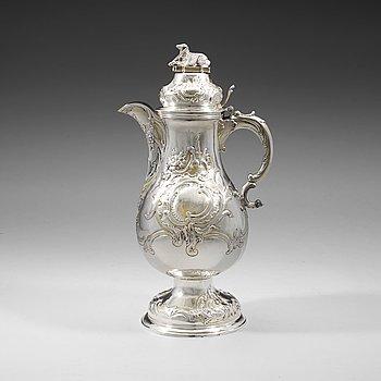 401. A German 18th century parcel-gilt wine-jug, David Thomas Hell, Hamburg (1772-1008).
