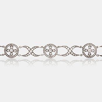 473. ARMBAND med rosenslipade diamanter.