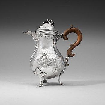 404. A Swedish 18th century silver coffee-pot, makers mark of Zacharias Ekfelt, Arboga 1771.