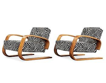 13. Alvar Aalto, a pair of 'Tank' easy chairs, model no 400, Artek, Finland.