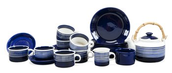 7. A SET WITH 22 PIECES OF TEA SERVICE,