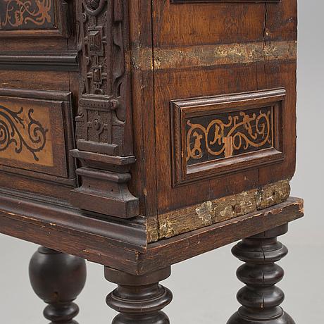 Skåp, delvis renässans/barock, 1600-/1700-tal.