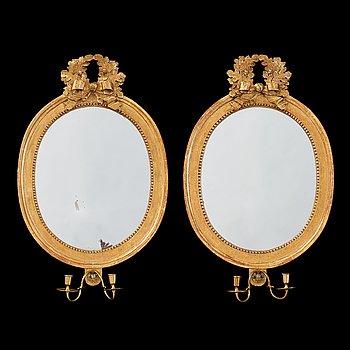 1233. SPEGELLAMPETTER, för två ljus, ett par, av Johan Åkerblad (mästare i Stockholm 1758-1799). Gustavianska.