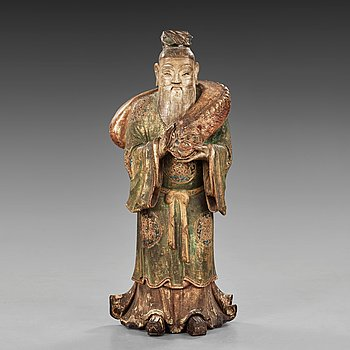 15. A large wooden scultpure of a daoist dignitary, 17/18th Century.