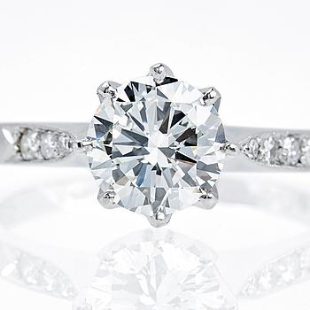 RING, platina med briljantslipad diamant ca 1.13 ct.