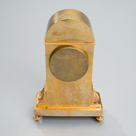 Bordspendyl, förgylld brons, av jonas cederlund (verksam i stockholm 1799-1825). empire.