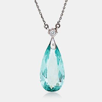 474. COLLIER med briolettslipad akvamarin samt briljantslipad diamant ca 0.05 ct.