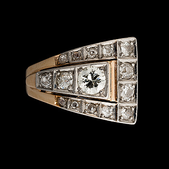 A RING, brilliant and old cut diamonds, 14K gold. Birger Wilhelm Nordström, Helsingfors 1953-1970.