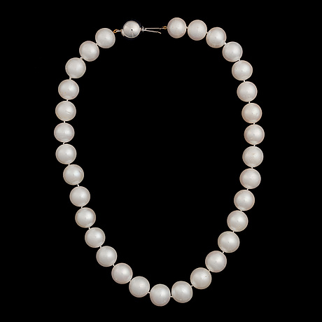 A pearl necklace, freshwater pearls, clasp in 14k white gold