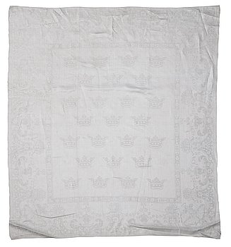 "420. A ROYAL NAPKIN, linen damask. ""Strödda kronor"". Flors Manufactorie, Mo socken, Hälsingland, Sweden. Woven date 1801."
