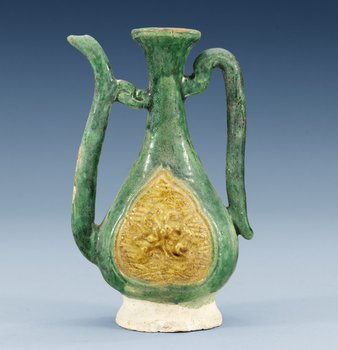 A green and yellow glazed ewer, Ming dynasty (1368-1644). Height 13,4 cm.